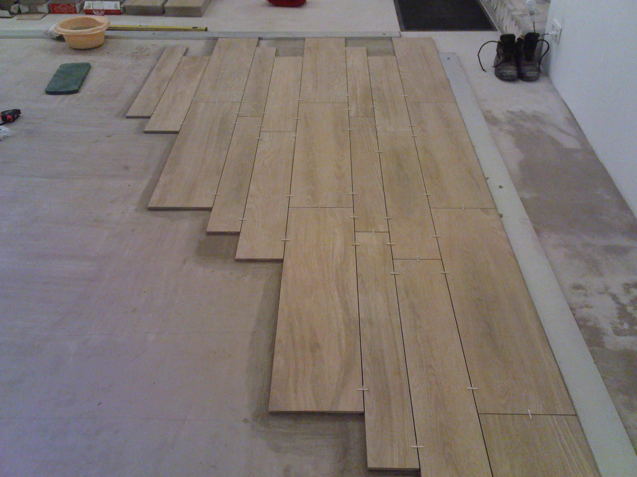 Carrelage sur parquet for Poser du carrelage imitation parquet