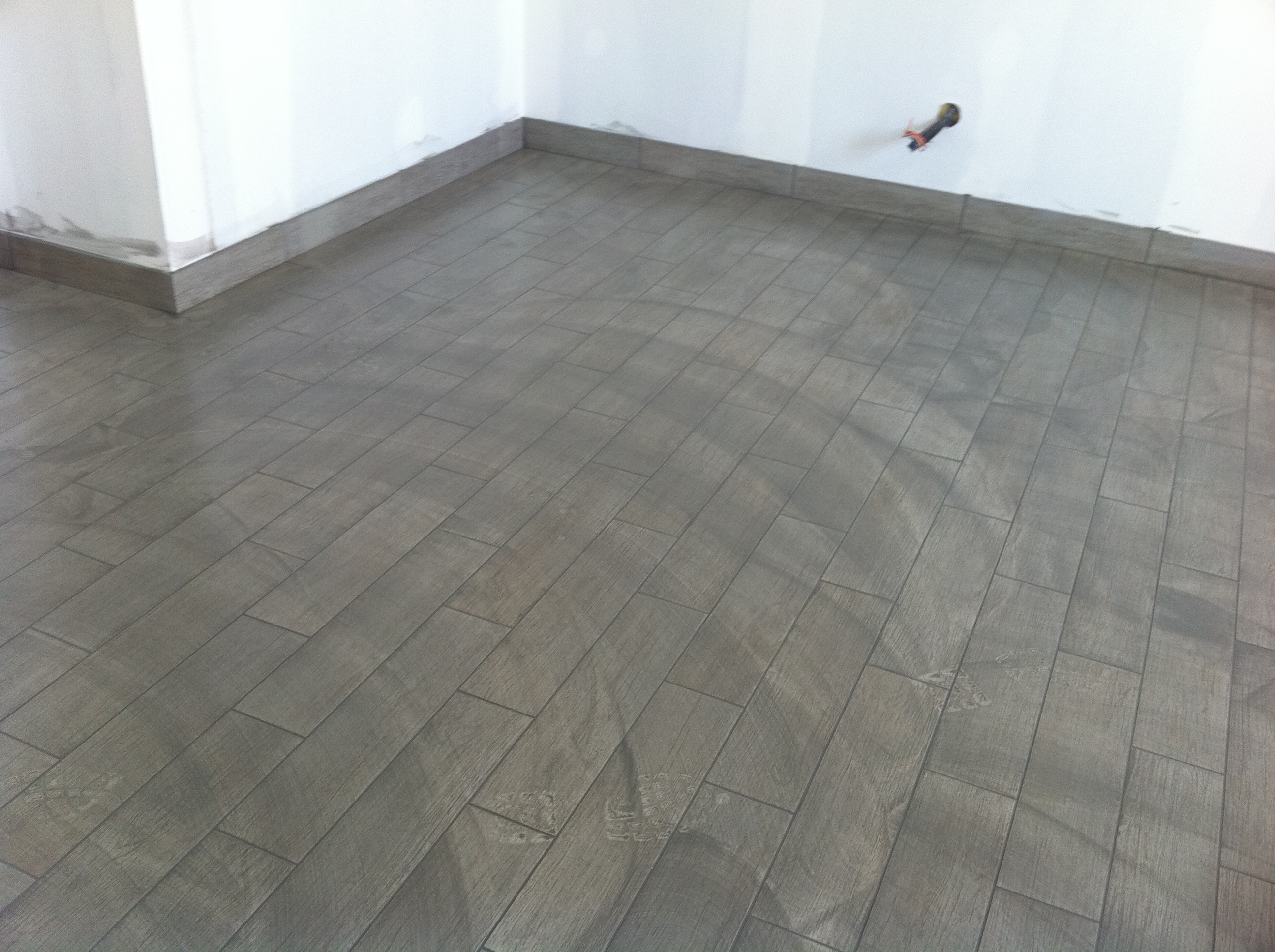 Carrelage imitation parquet pas cher for Pose carrelage sol imitation parquet